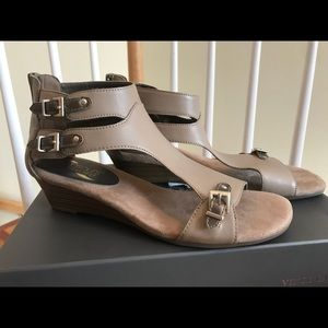 Aerosoles Heelrest sandals, zipper, buckle NWT 7.5